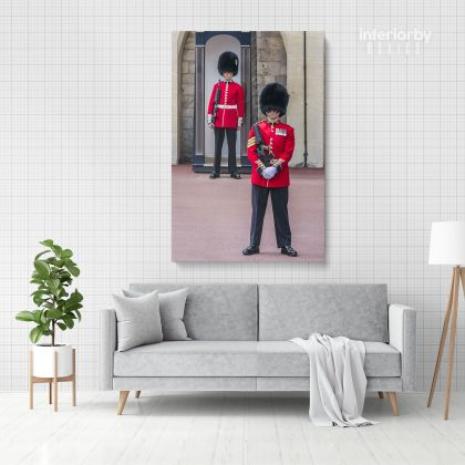 Royal Guard at Buckingham Palace Portrait Print Canvas with Frame/ Roll Living Room Bedroom Wall Hangings Wall Artwork Mural Gift